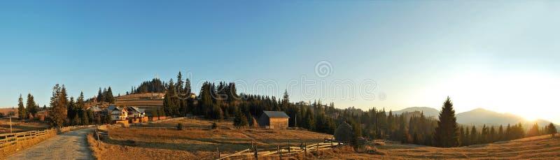 Panorama del paisaje de montañas foto de archivo