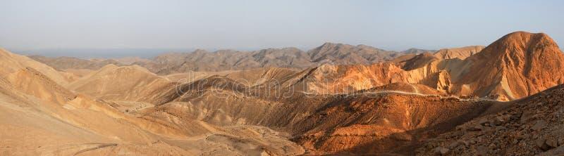 Panorama del paisaje del desierto en la puesta del sol fotografía de archivo
