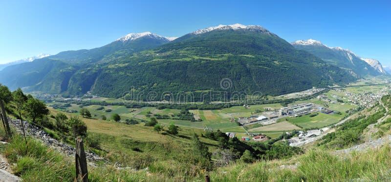 Panorama del paisaje en Valais, Suiza imagen de archivo