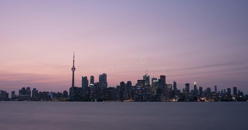 Panorama del paisaje urbano de la puesta del sol de Toronto Canadá fotografía de archivo