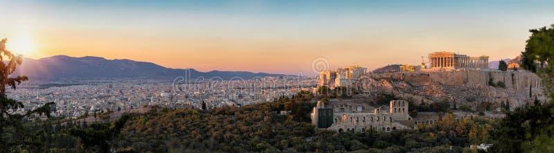 Panorama del Parthenon y de la acrópolis al horizonte de Atenas imagen de archivo