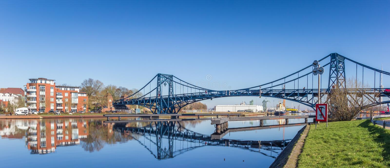 Panorama del ponte di Kaiser Wilhelm sopra la SME-giada-Kanal in Wilhelmshaven fotografie stock libere da diritti