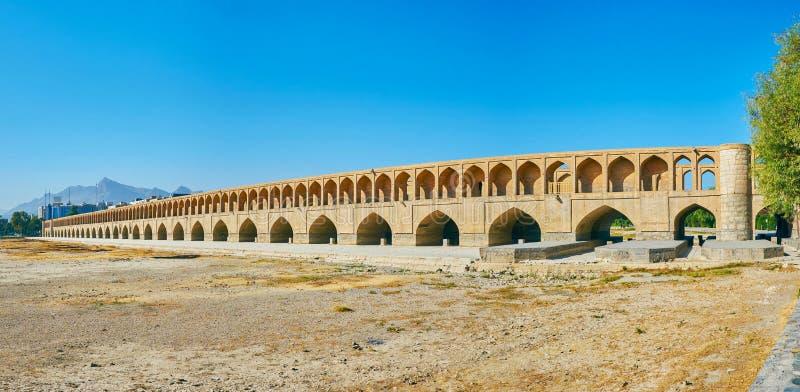 Panorama del ponte medievale a Ispahan, Iran fotografia stock