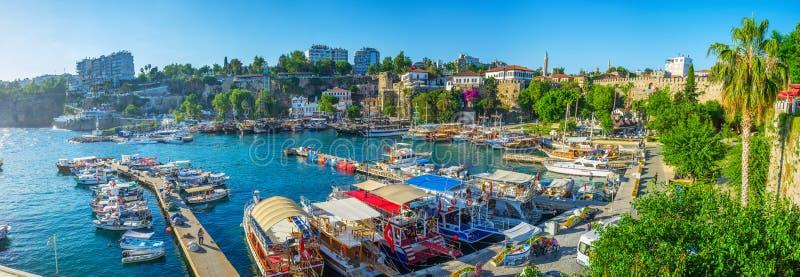 Panorama del porto medievale di Adalia, Turchia fotografia stock libera da diritti