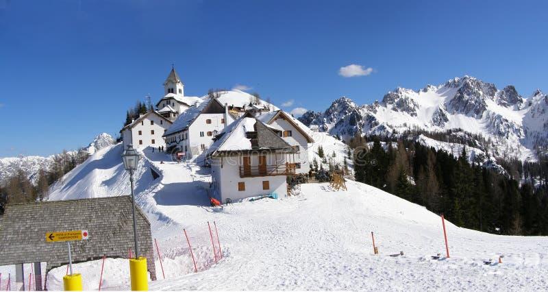 Panorama del pueblo de montaña fotografía de archivo libre de regalías