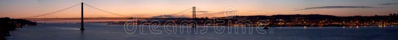 Panorama del puente 25 de Abril Lisboa, Portugal imagen de archivo libre de regalías