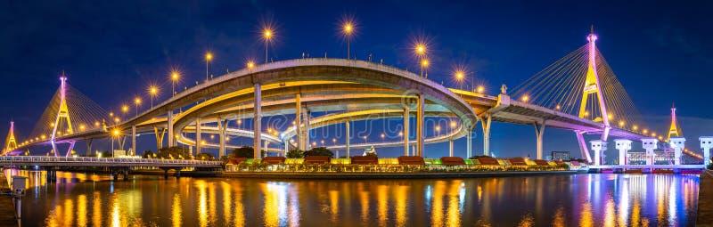 Panorama del puente de Bhumibol en Tailandia imagen de archivo libre de regalías