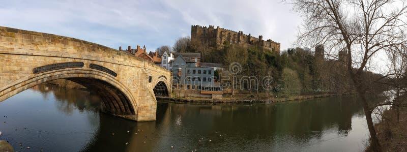 Panorama del puente de Durham Framwellgate, del castillo y de la catedral, Inglaterra, Reino Unido imágenes de archivo libres de regalías