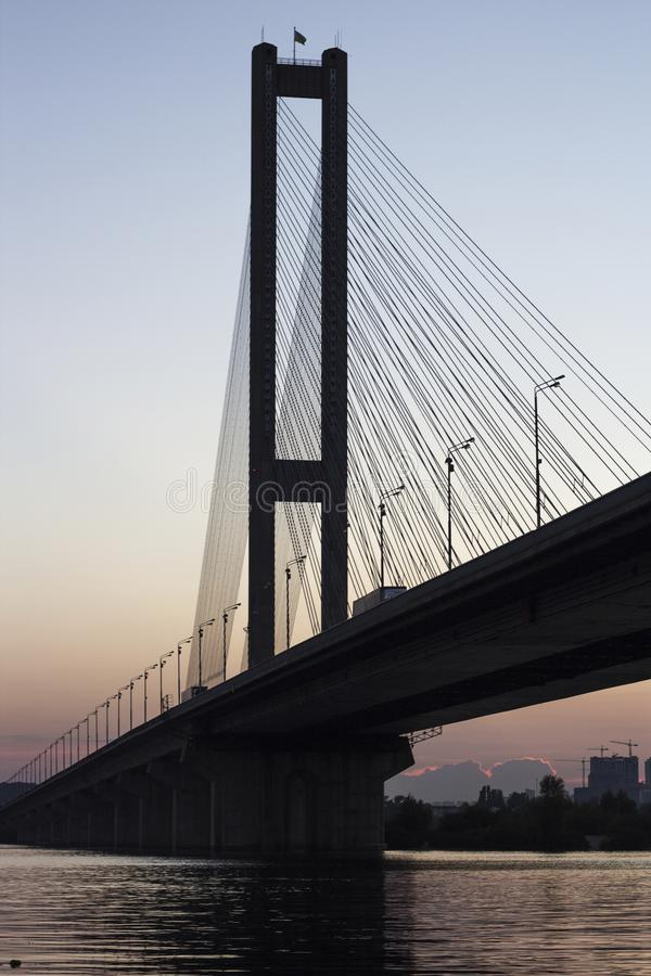 Panorama del puente meridional en la puesta del sol fotos de archivo
