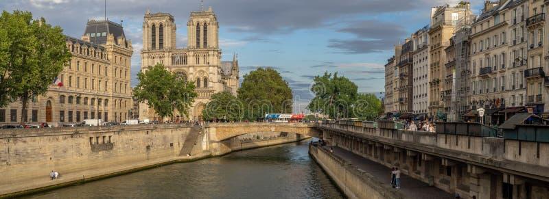 Panorama del río Sena en París Francia imágenes de archivo libres de regalías