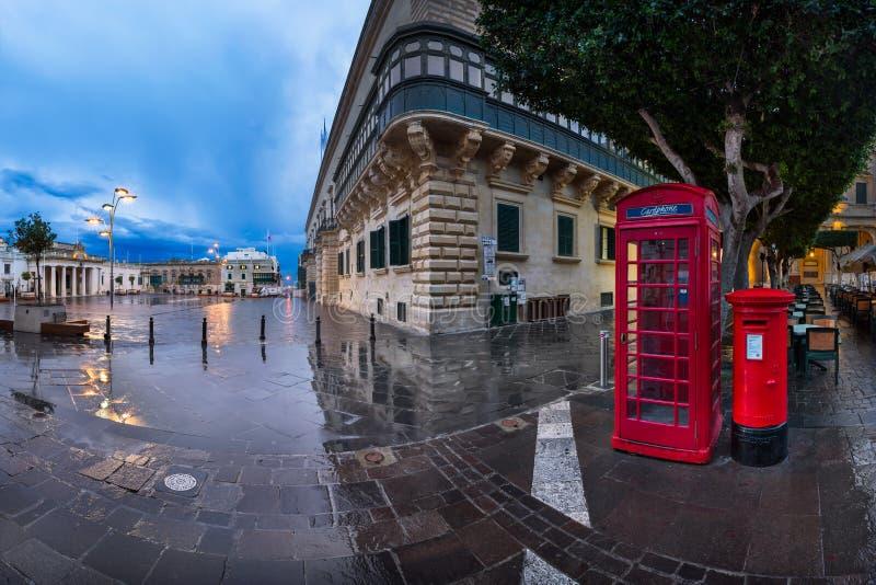 Panorama del san George Square sulla mattina piovosa, La Valletta, immagine stock libera da diritti