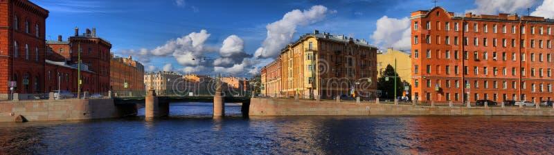 Panorama del terraplén del río Fontanka y el Griboed fotografía de archivo