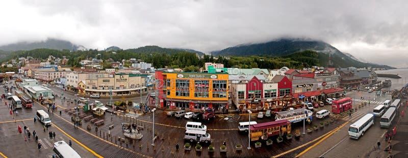 Panorama delantero Ketchikan Alaska de las compras del muelle fotografía de archivo