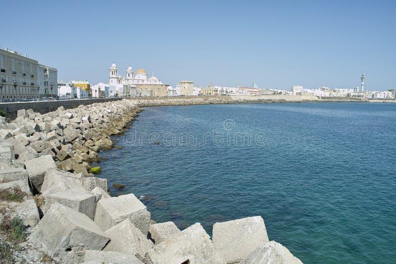 Panorama dell'argine di Cadice in Spagna fotografie stock libere da diritti