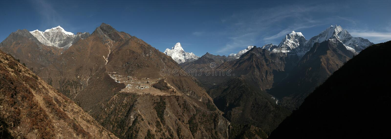 Panorama dell'Himalaya dal passaggio nella regione di Khumbu, Ne della La di Mong fotografia stock