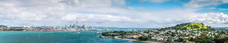 Panorama dell'orizzonte di Auckland dalla testa di Nord fotografia stock