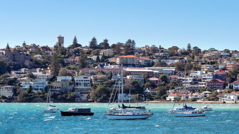 Panorama della baia Australia di Watsons come forma veduta il mare con le barche a vela nella parte anteriore fotografia stock