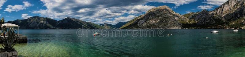 Panorama della baia di Boka Kotorska nel Montenegro immagini stock libere da diritti