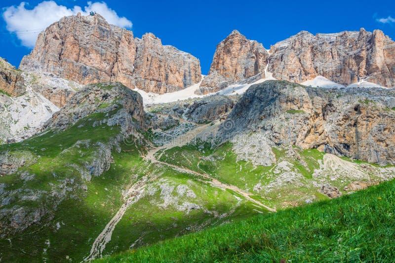 Panorama della catena montuosa di Sella dal passaggio di Sella, dolomia, AIS fotografia stock