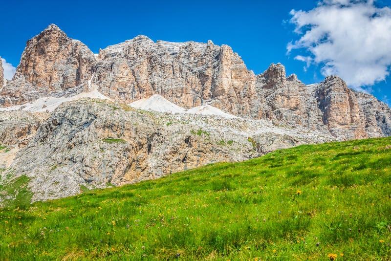 Panorama della catena montuosa di Sella dal passaggio di Sella, dolomia, AIS immagine stock