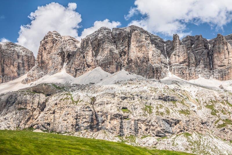 Panorama della catena montuosa di Sella dal passaggio di Sella, dolomia, AIS immagini stock libere da diritti