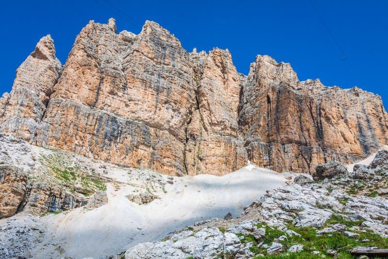 Panorama della catena montuosa di Sella dal passaggio di Sella, dolomia, Italia immagine stock libera da diritti
