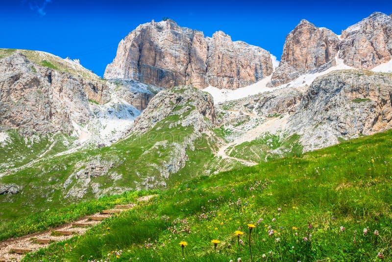 Panorama della catena montuosa di Sella dal passaggio di Sella, dolomia, AIS immagine stock libera da diritti
