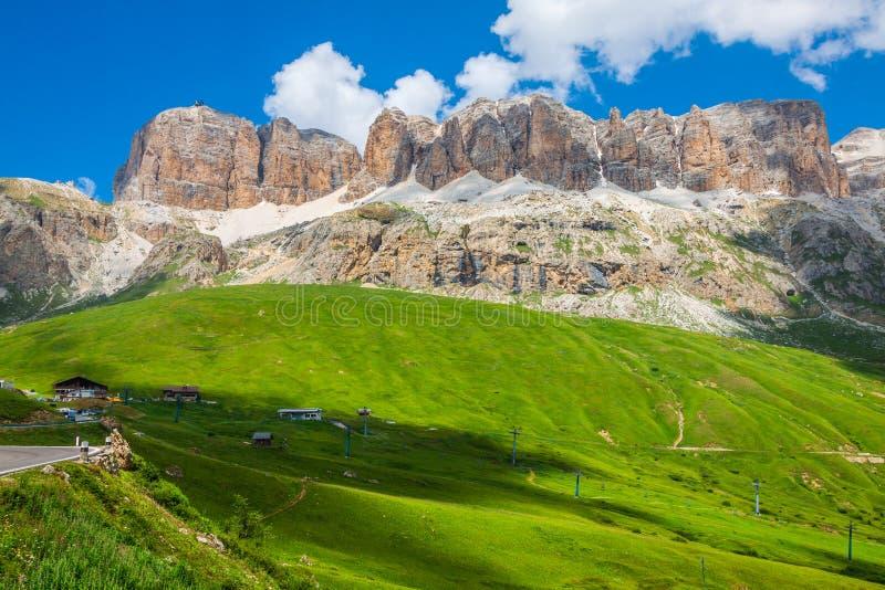 Panorama della catena montuosa di Sella dal passaggio di Sella, dolomia, AIS immagini stock