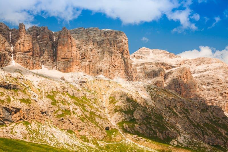 Panorama della catena montuosa di Sella dal passaggio di Sella, dolomia, AIS fotografie stock libere da diritti