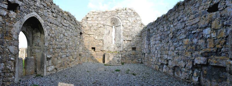 Panorama della chiesa di rovina dell'isola dell'Irlanda Aran fotografia stock libera da diritti