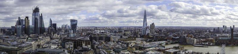 Panorama della città di Londra e della banca del sud dalla cima della cattedrale dei pauls della st fotografia stock libera da diritti