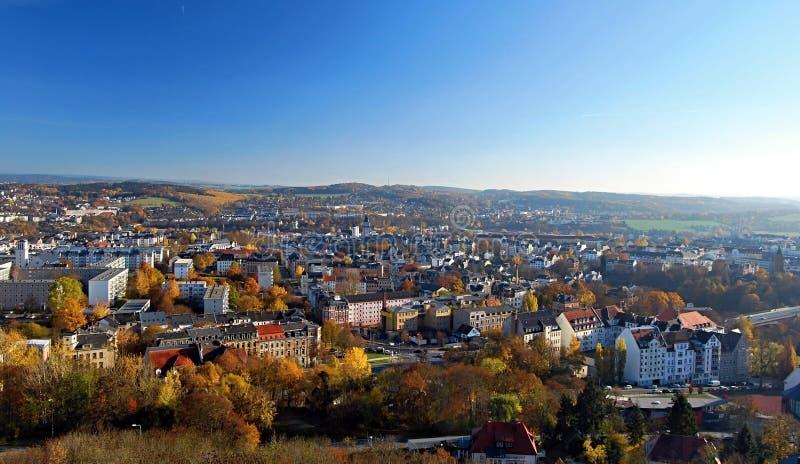 Panorama della città di Plauen con paesaggio piacevole intorno in Germania durante il giorno piacevole di autunno immagine stock libera da diritti