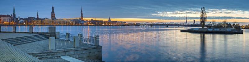 Panorama della città di Riga Nel 2014, Riga era la capitale europea di cultura fotografie stock