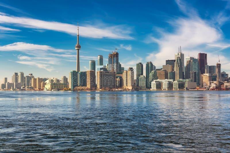 Panorama della città di Toronto al tramonto a Toronto, Ontario, Canada fotografie stock