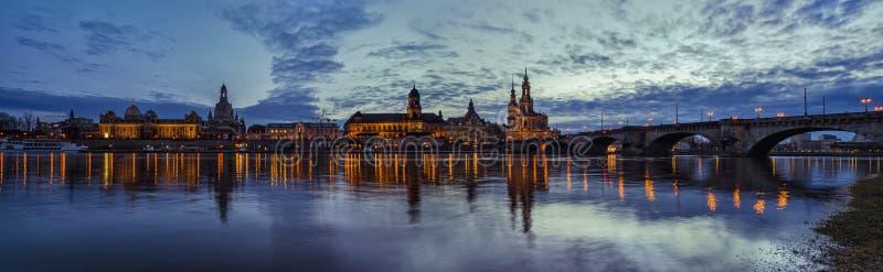 Panorama della città germany saxony Fiume Elbe Centro di vecchia città immagini stock libere da diritti