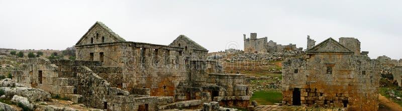 Panorama della città morta abbandonata rovinata Serjilla in Siria immagini stock
