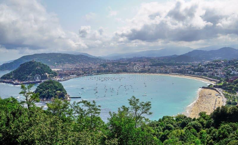 Panorama della cozza della spiaggia, Sansebastian, Spagna fotografie stock libere da diritti