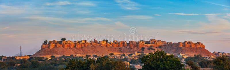 Panorama della fortificazione di Jaisalmer conosciuto come il quila forte dorato del sonar, immagine stock libera da diritti
