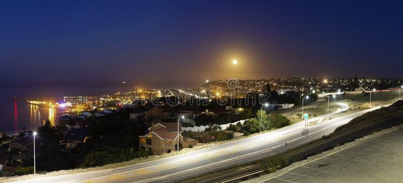 Panorama della luna in aumento immagini stock