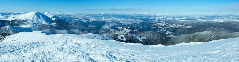 Panorama della montagna di inverno di mattina (carpatico, Ucraina). fotografia stock