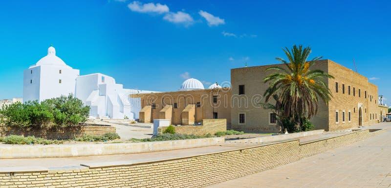 Panorama della moschea del ` s del barbiere, Qayrawan, Tunisia immagine stock