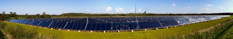 Panorama della pianta del riscaldamento solare fotografie stock
