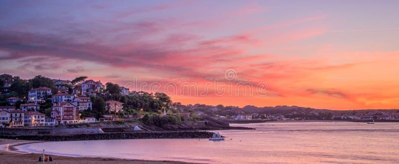 Panorama della spiaggia al tramonto, Francia di Jean de Luz del san immagine stock
