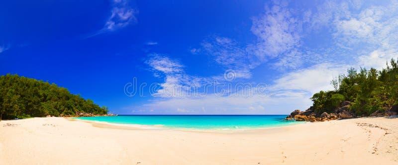 Panorama della spiaggia Anse Georgette, Seychelles immagine stock libera da diritti
