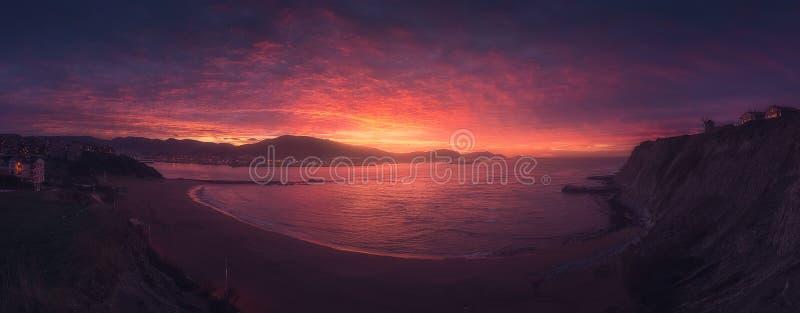 Panorama della spiaggia di Arrigunaga a Getxo fotografie stock