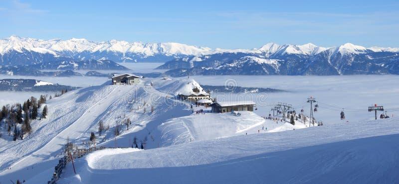 Panorama della stazione sciistica fotografia stock
