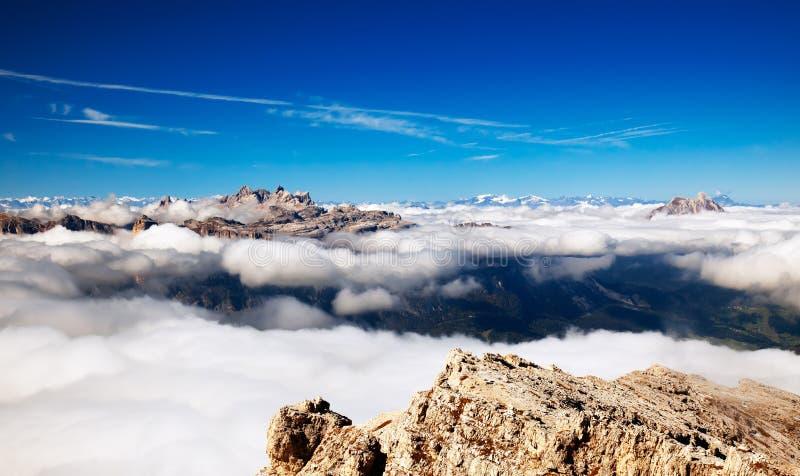 Panorama delle alte montagne - alpi fotografie stock