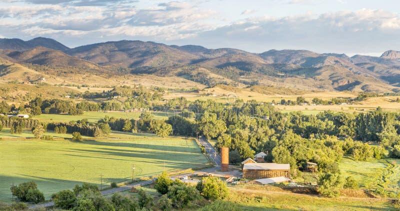 Panorama delle colline pedemontana di Colorado immagine stock