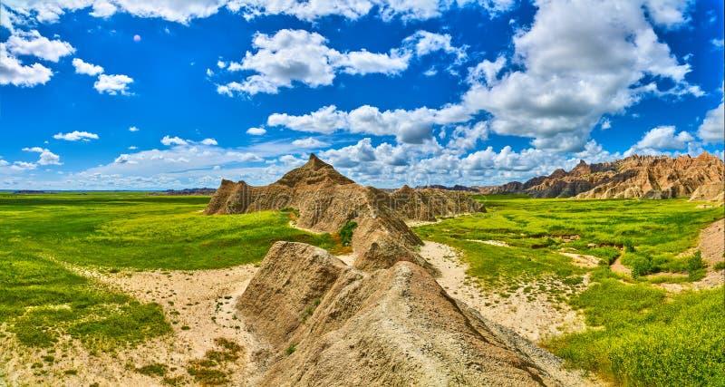Panorama delle formazioni con i cieli soleggiati al parco nazionale dei calanchi fotografia stock
