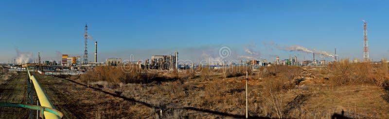 Panorama delle imprese chimiche nella zona industriale della città immagine stock